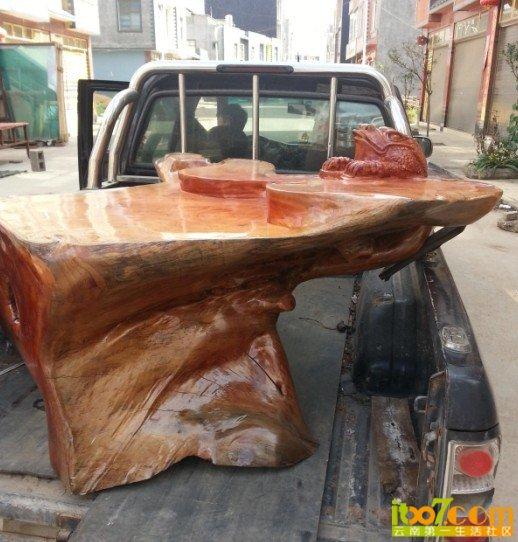 个红椿树鸡血榄根雕茶几,全新,价格26000 全新,还没用过