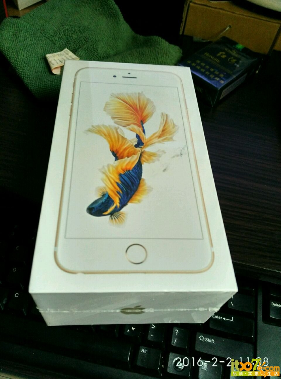 封封封苹果6s puls 64G金色 未拆封求秒 交易区 品质实惠生活