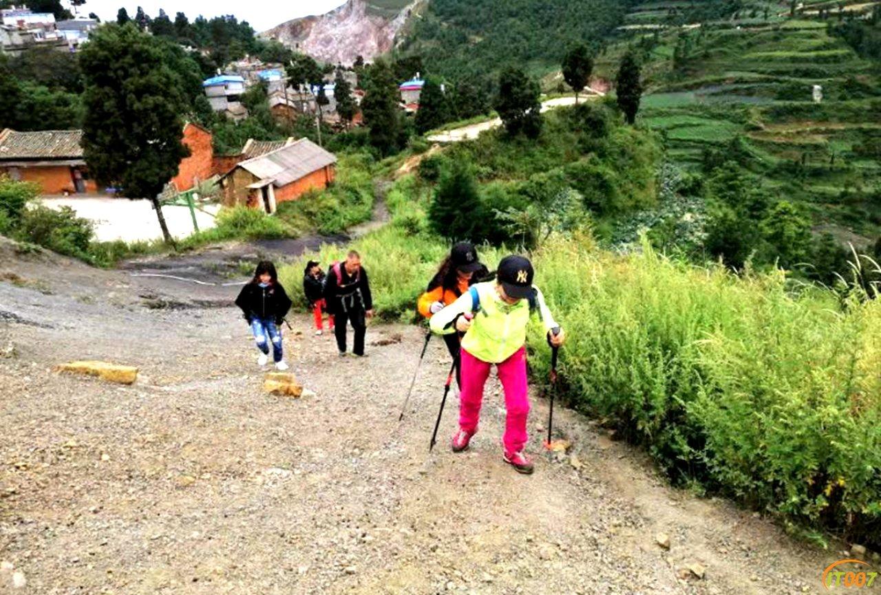 游记|指北针户外运动俱乐部登顶呈贡最高峰梁王山