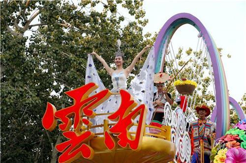 惊艳!云南彩车亮相国庆游行方阵-8.jpg