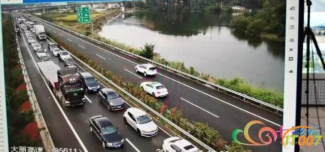 返程高峰开始!多条高速拥堵加剧 火车站周边道路车流量大增-4.jpg
