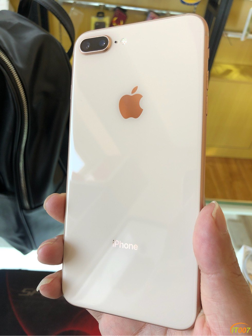 iphone8plus 64g 国行 9新成色 金色纯原