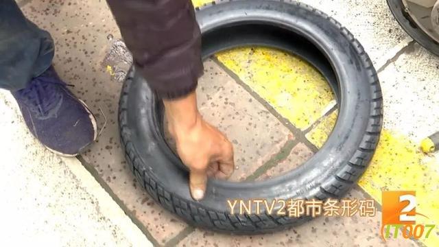 """爆胎路遇""""热心人""""可提供换轮胎服务?原是兜售劣质轮胎新骗局,小心被骗-5.jpg"""