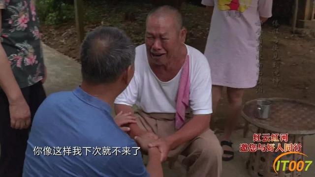 """在这个边陲小镇,69岁昆明暖男暖哭好多人,他是医生""""沈老师""""-21.jpg"""