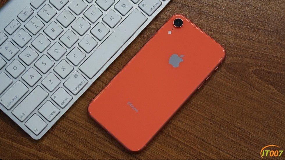 兩臺Xr,128G的,珊瑚色和大紅色