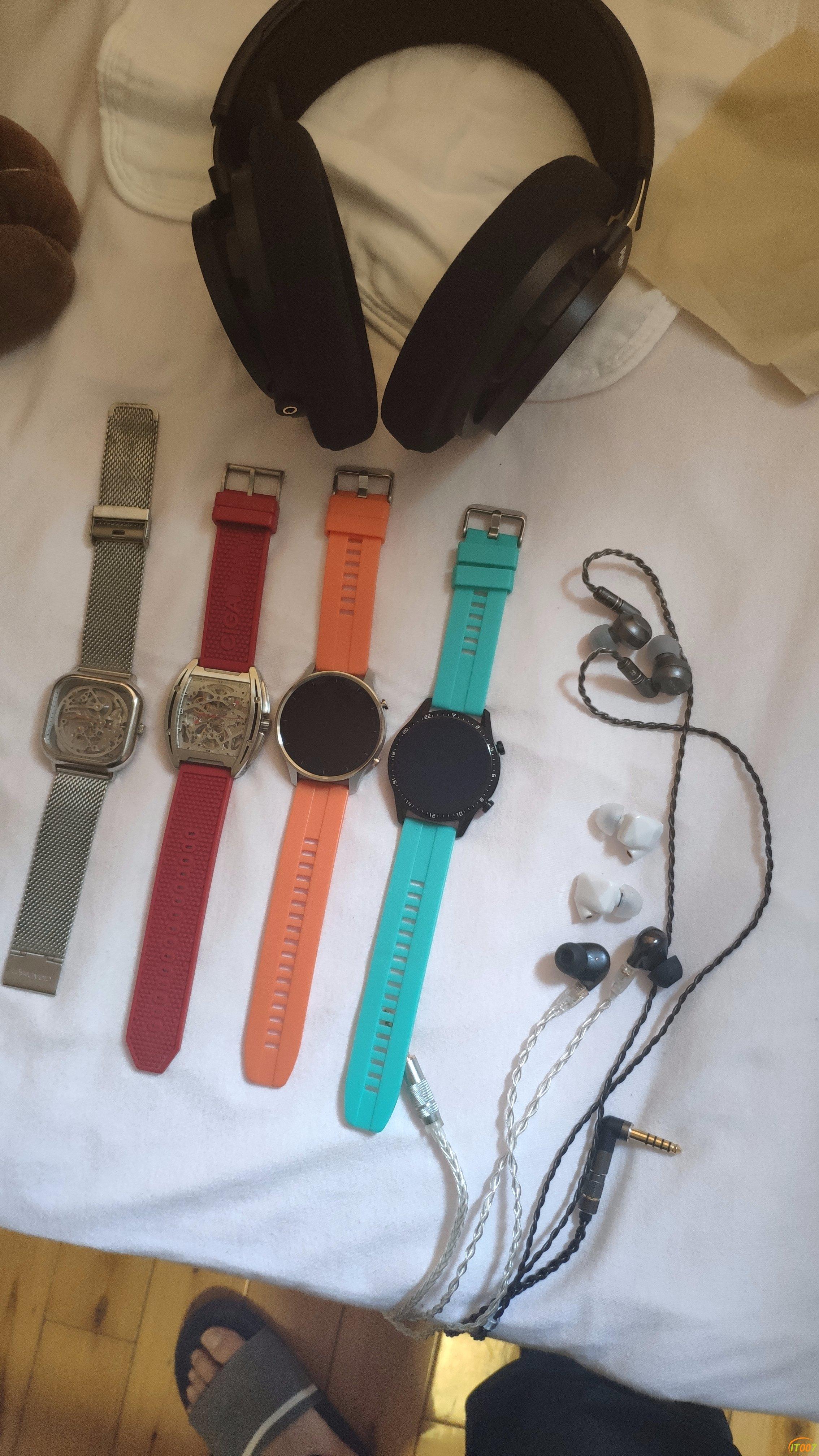 退烧,出一堆耳机,一堆手表,全部自用,不是贩子
