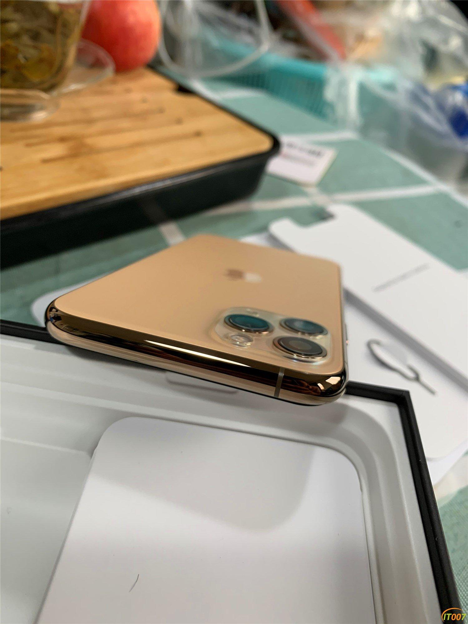 卖一台苹果iPhone 11Pro  64GB  金色 国行