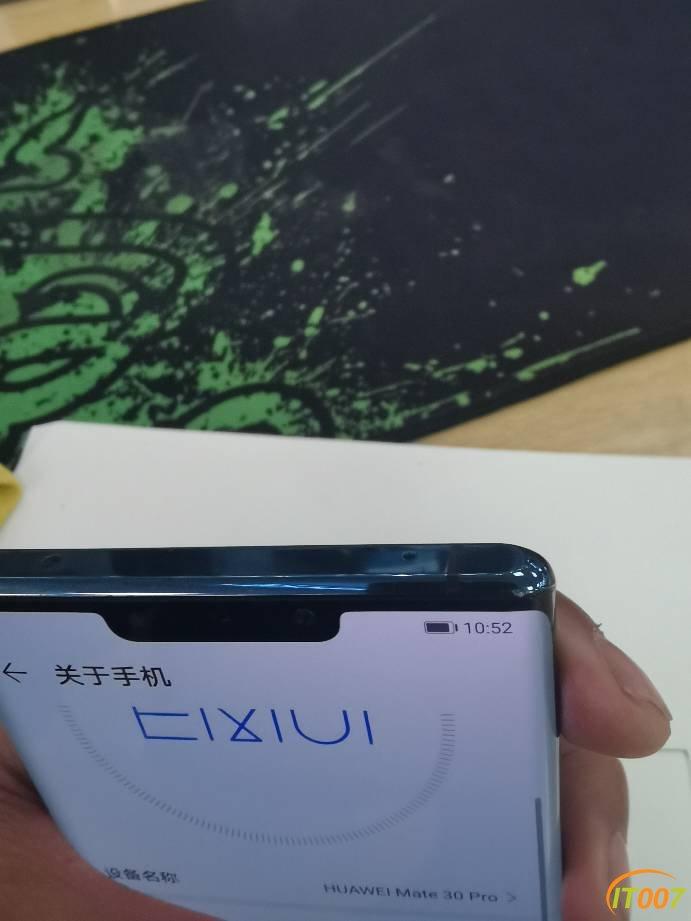 华为mate30pro 4G 8+128G。屏幕细花,成色可以3150出