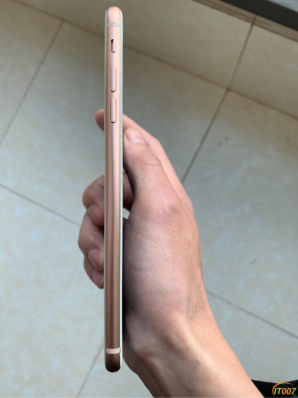 iPhone 8 Plus64G金色,外爆