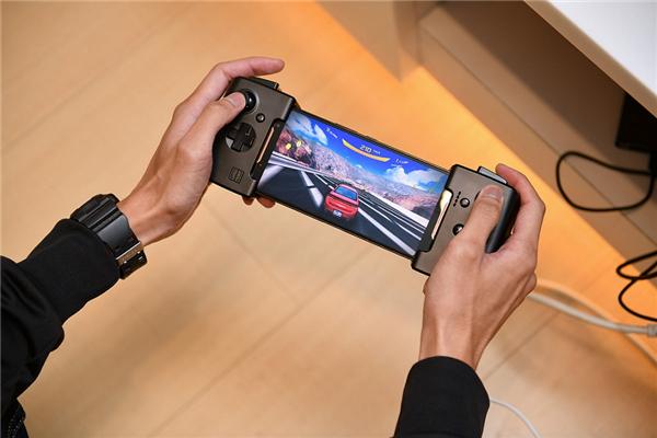 ROG游戏手机+手柄礼盒火爆开售,精准操控助你一战成名!
