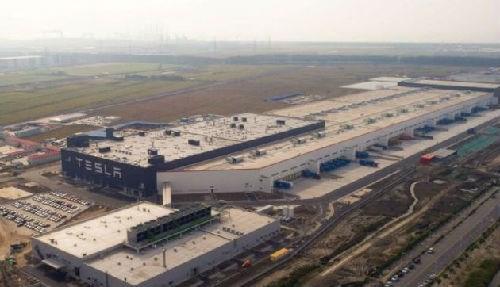 特斯拉上海工厂装配有大量美的库卡机器人