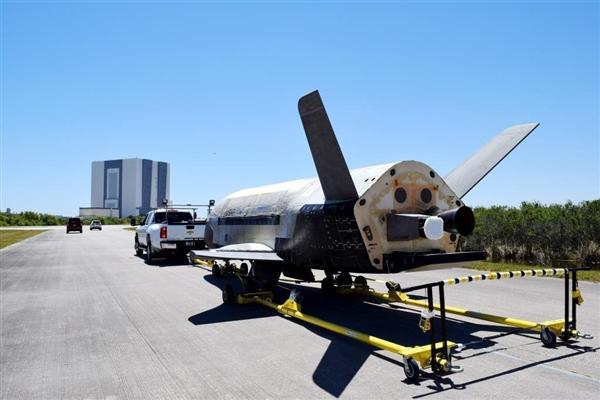 秘密飞行780天:美国军用航天飞机X-37B返回地球