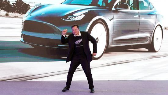 马斯克兴奋地在上海跳舞,特斯拉股价再创新高