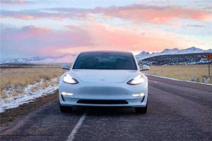 全球新能源汽车销量冠军易主!特斯拉击败比亚迪