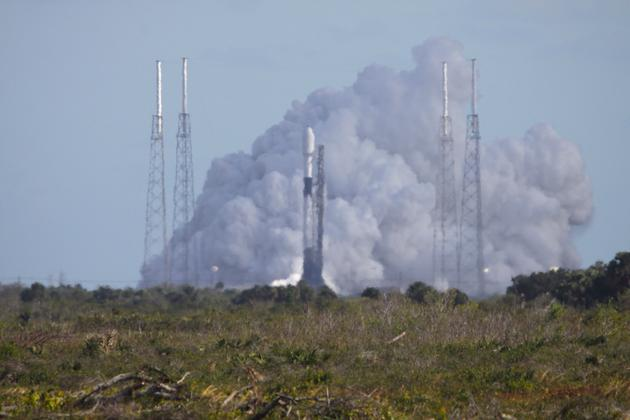 刚炸完火箭,SpaceX又为60颗星链卫星升空进行测试