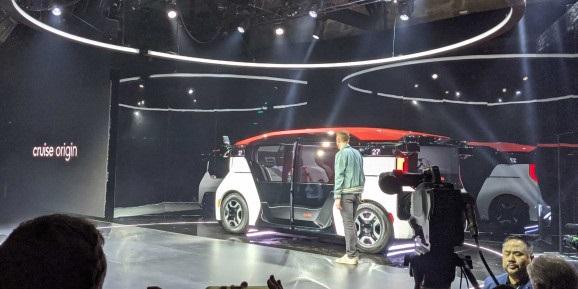 通用Cruise推出首款无人车,无方向盘、乘客面对面