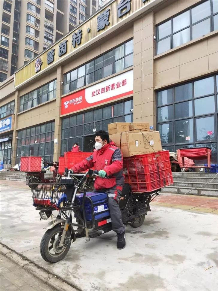 京东宣布向武汉市捐赠100万只医用口罩、6万件医疗物资,首批已出库