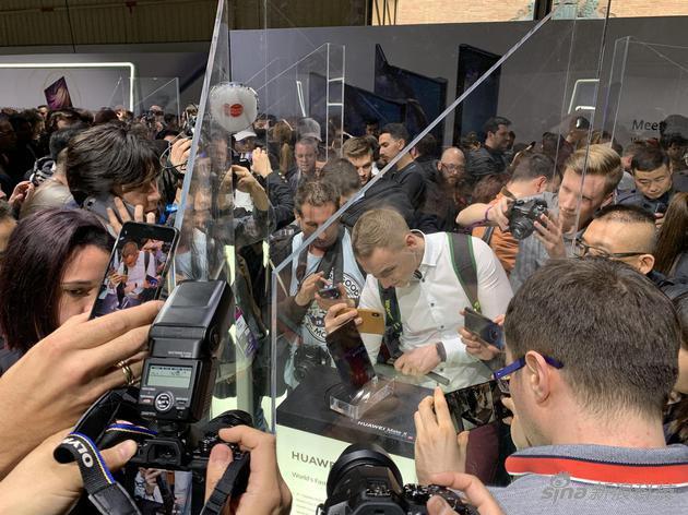 华为Mate Xs上手体验:折叠屏手机走向成熟