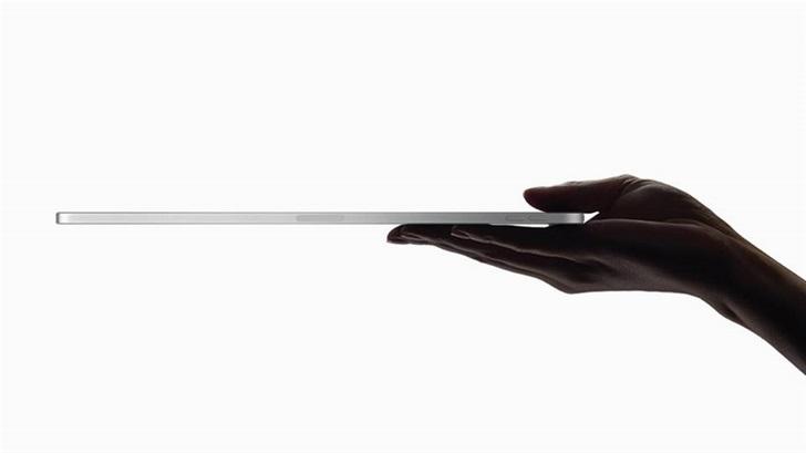 """苹果 iPad Pro 2020 铝金属机身测试:又被""""掰弯""""了"""