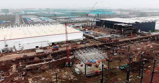 特斯拉上海工厂二期进展神速:已经开始建造屋顶