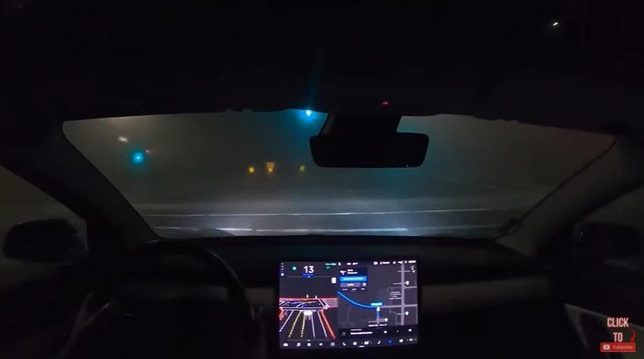特斯拉全自动驾驶测试版获更新:驾驶员所需干预减少 30%