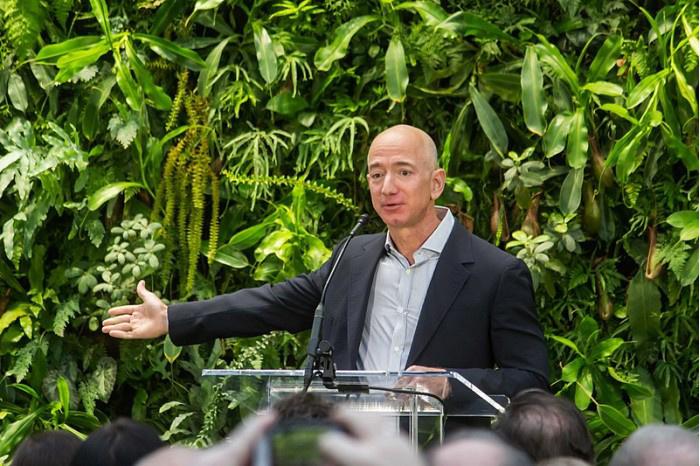 贝索斯再出售亚马逊 17 亿美元股份,本月套现 67 亿美元