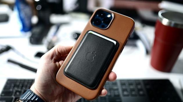 美 FDA:iPhone 12 和 MagSafe 对植入心脏起搏器的患者的风险很低