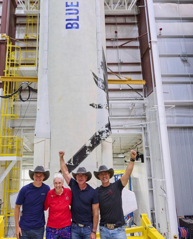 贝索斯飞天四人组抵达发射场:将创下两个飞天纪录