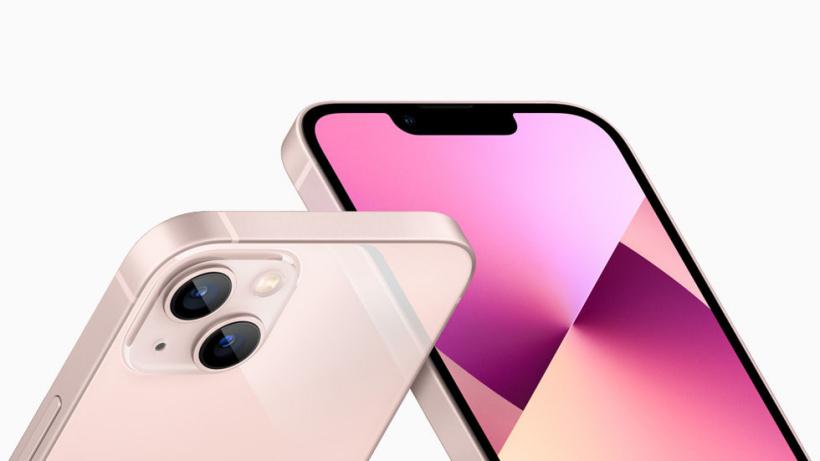 原深感摄像头系统和粉红色 iPhone 13 重新设计的后置摄像头布局。