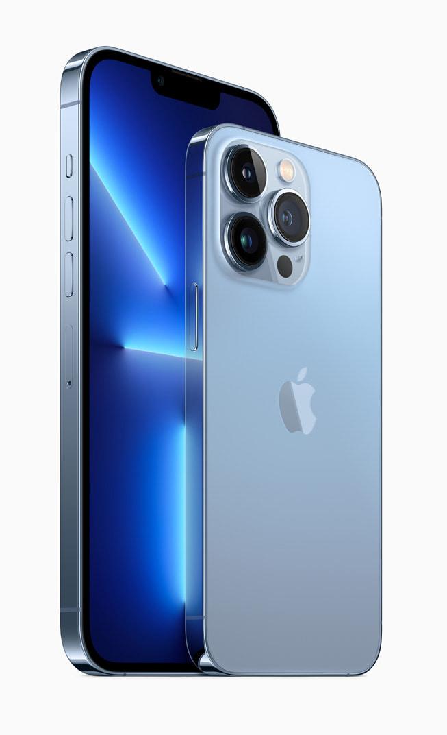远峰蓝色的 iPhone 13 Pro 和 iPhone 13 Pro Max。