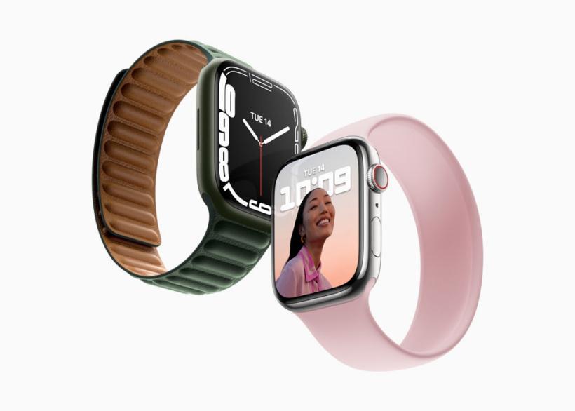 配有两种不同颜色表带的 AppleWatchSeries7。
