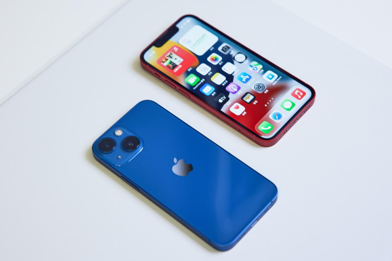 苹果 iPhone 13 mini 通过 MagSafe 充电峰值功率仍限制在 12W 以内